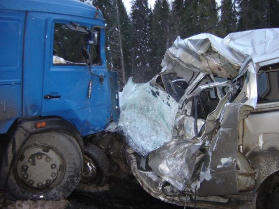 В Пермском крае водитель Хендая погиб в столкновении с КАМАЗом