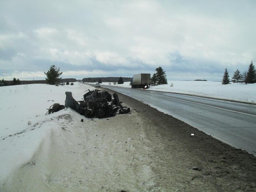 В Большесосновском районе в столкновении с грузовиком погиб водитель ВАЗа - фото 1