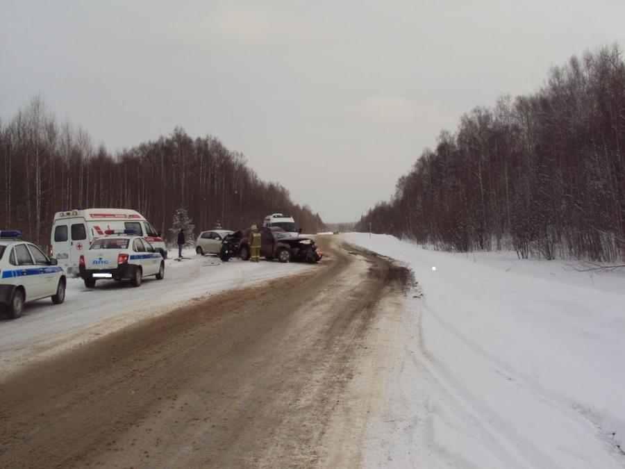 В ДТП на трассе Пермь — Березники два человека скончались, еще два тяжело ранены