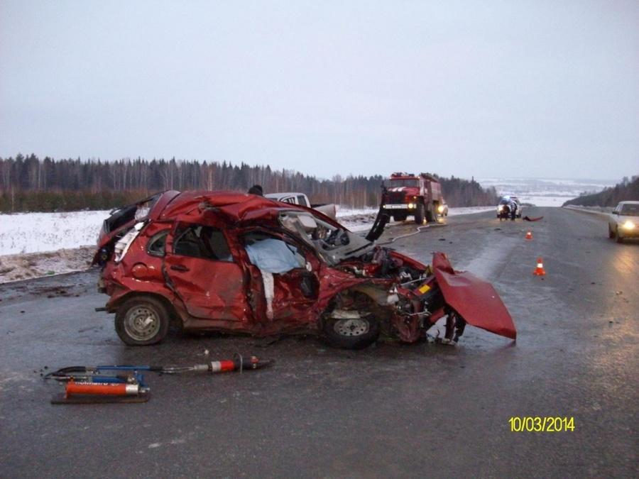 В ДТП на трассе Пермь - Екатеринбург погибла женщина, четыре человека ранены
