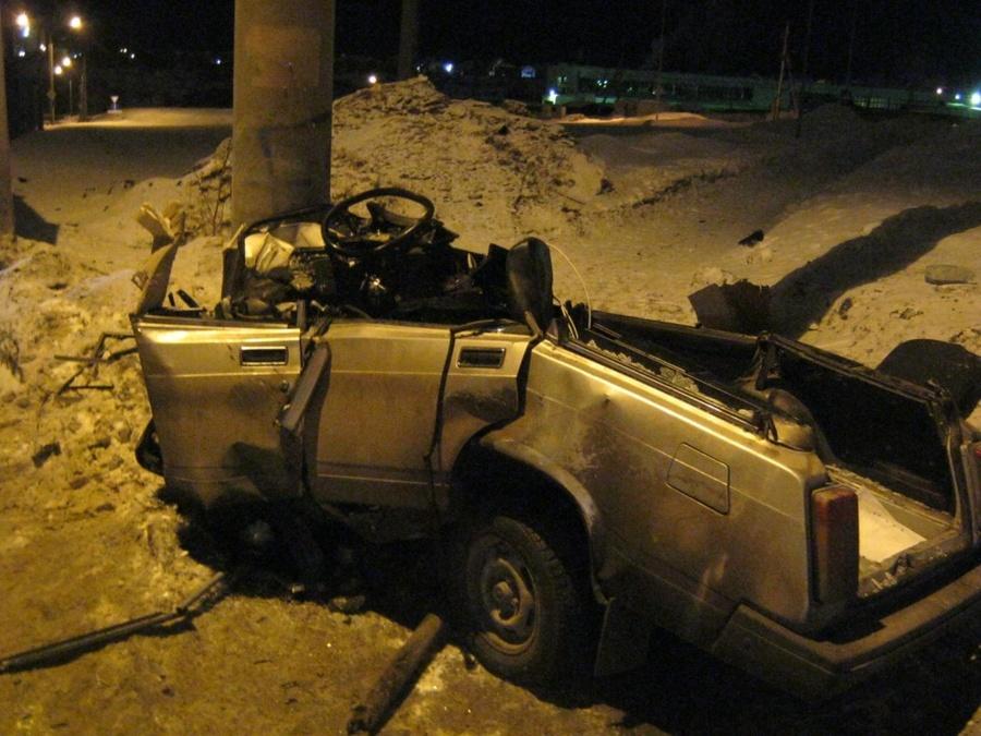 В Перми водитель «четверки» погиб в столкновении со столбом