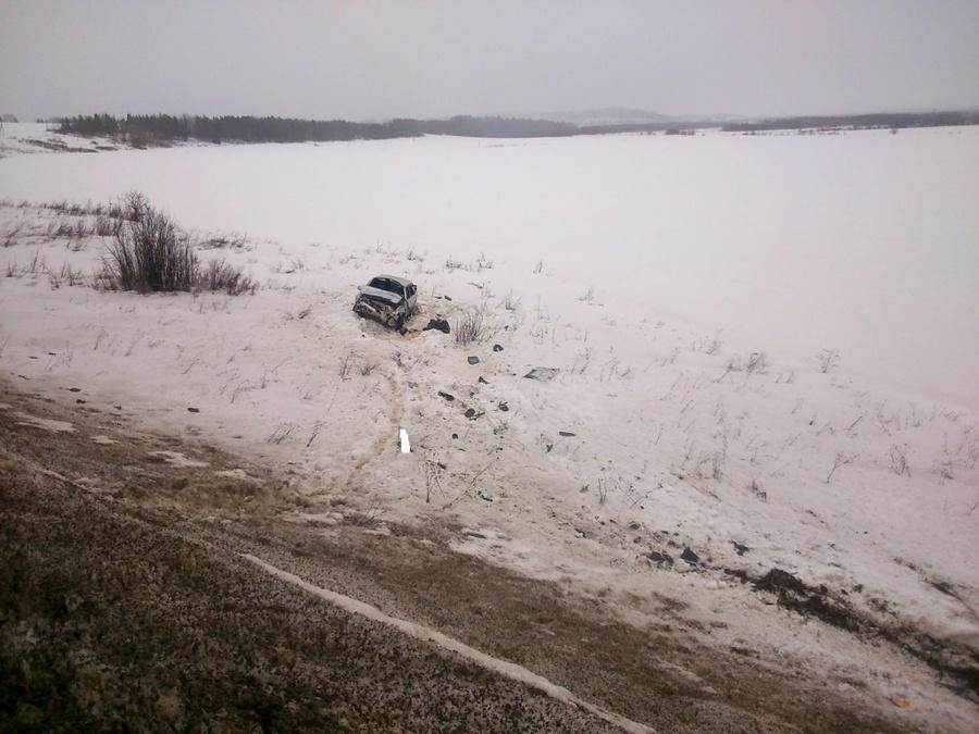 В Карагайском районе в перевернувшемся автомобиле погиб водитель, четверо травмированы