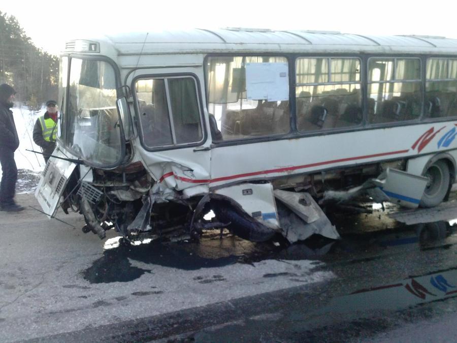 В Красновишерском районе «десятка» врезалась в автобус