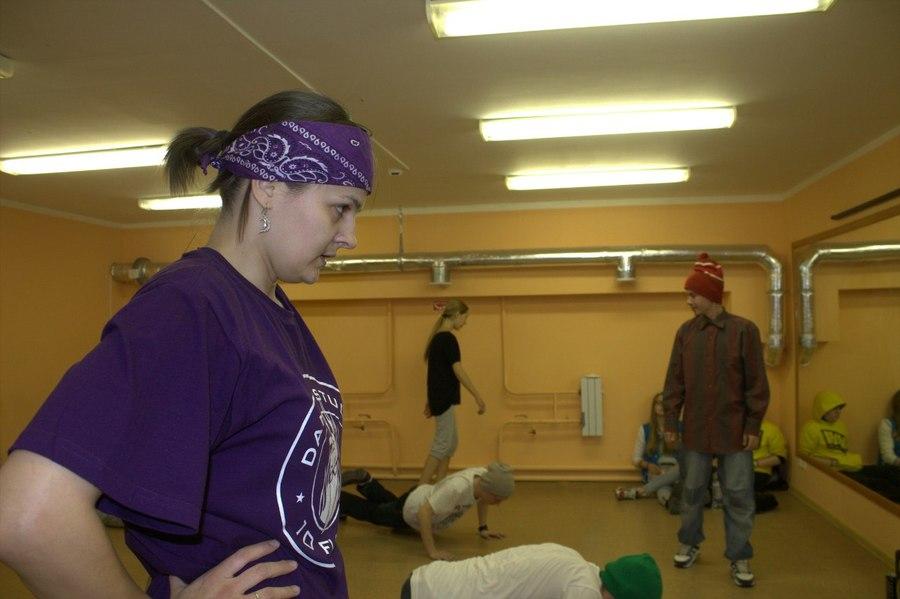 Пермские хипхоперы научились танцеватьс Дыроколом
