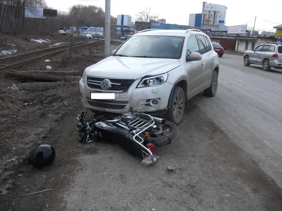 В Перми 15-летний скутерист попал под Фольксваген - фото 1