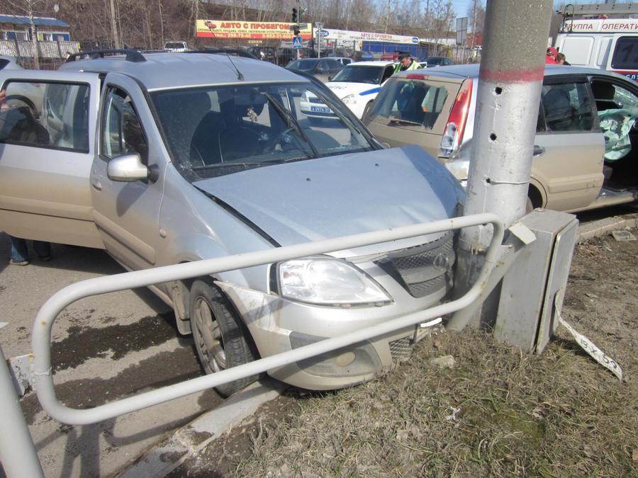 В ДТП в Перми пострадали взрослый и двое детей