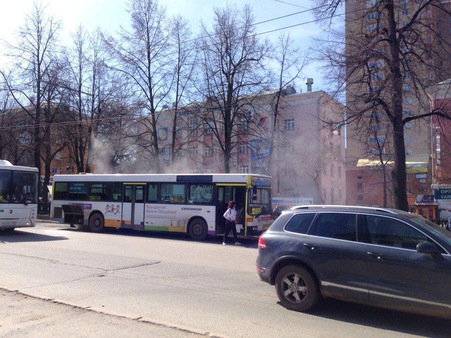 В центре Перми задымился автобус №45