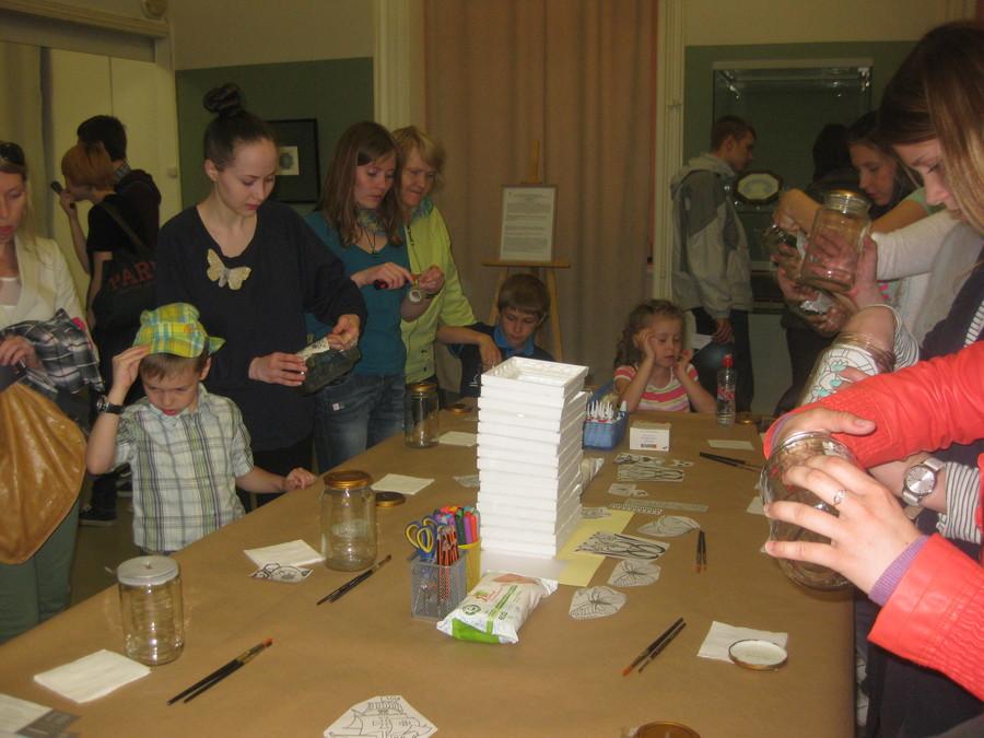 В Пермской галерее дети рисовали витражными красками - фото 5