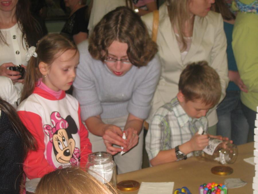 В Пермской галерее дети рисовали витражными красками - фото 8