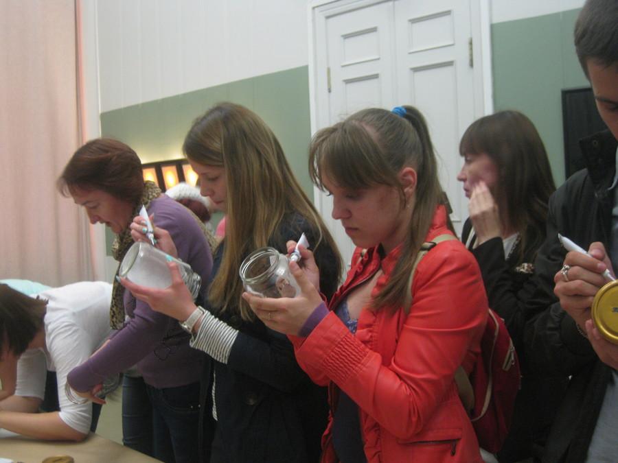 В Пермской галерее дети рисовали витражными красками - фото 9