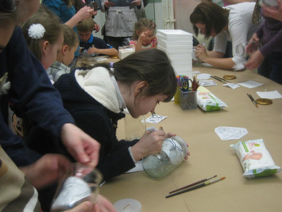 В Пермской галерее дети рисовали витражными красками - фото 10