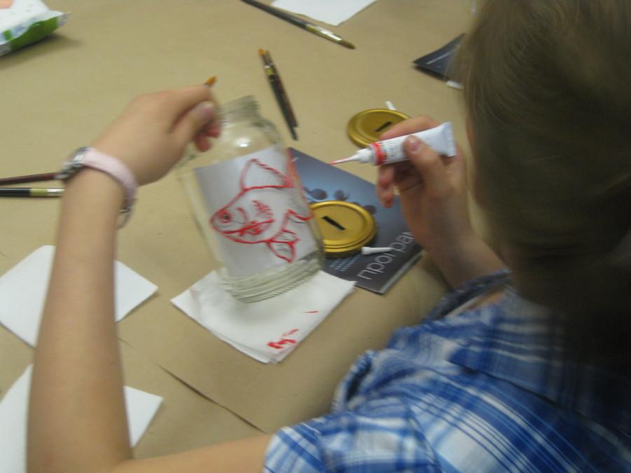 В Пермской галерее дети рисовали витражными красками - фото 11