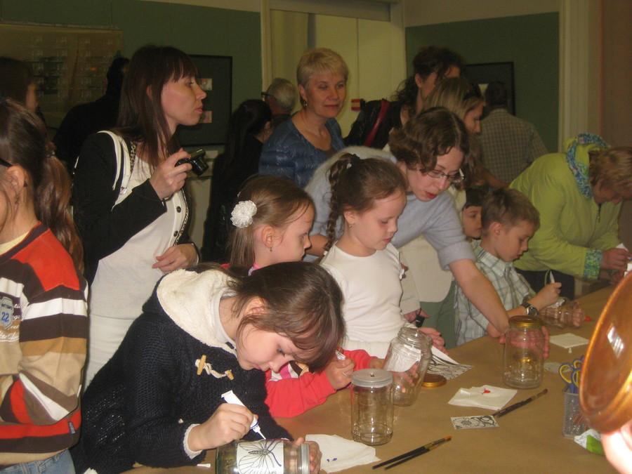 В Пермской галерее дети рисовали витражными красками - фото 12