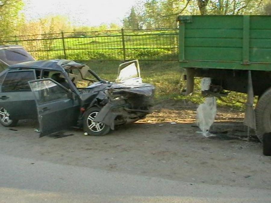 В Горнозаводске два человека погибли и двое ранены в столкновении ВАЗа с КАМАЗом
