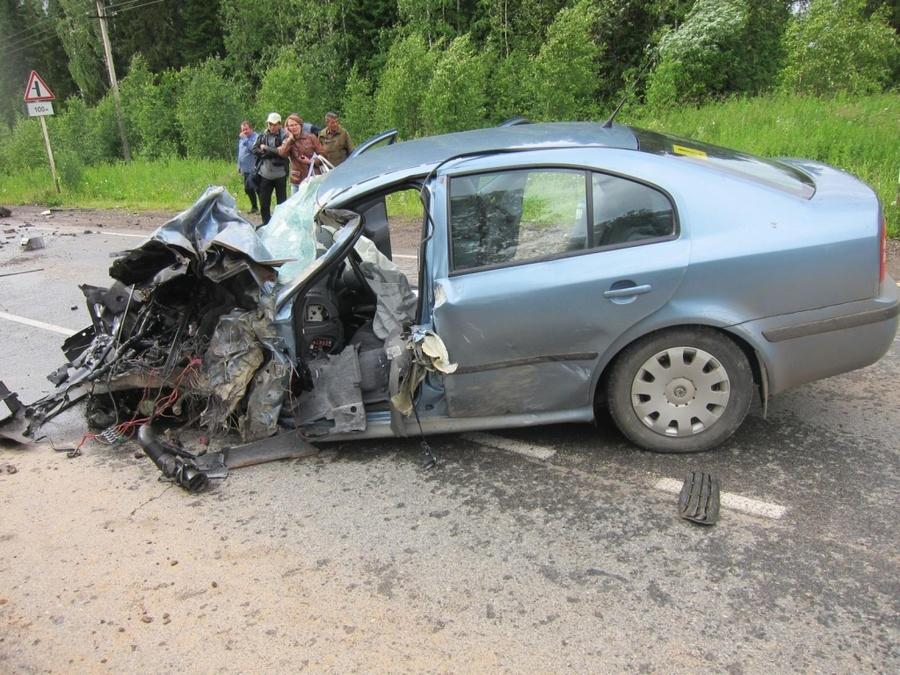 В Пермском крае в столкновении со Шкодой погиб водитель грузовика
