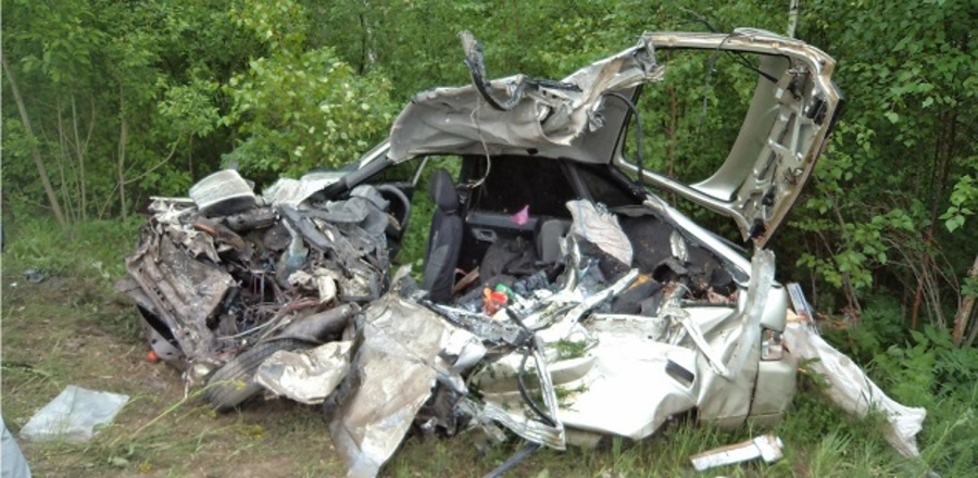 В Чусовском районе в столкновении с самосвалом погибли водитель  и пассажир ВАЗа