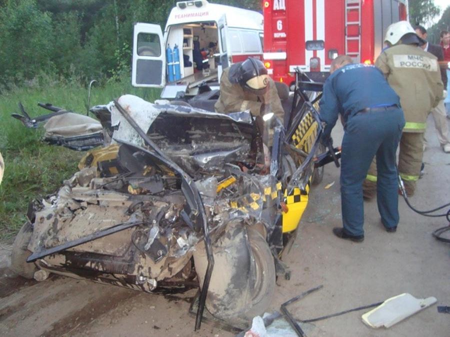В Кировском районе Перми в ДТП один человек погиб, другой тяжело ранен - фото 1
