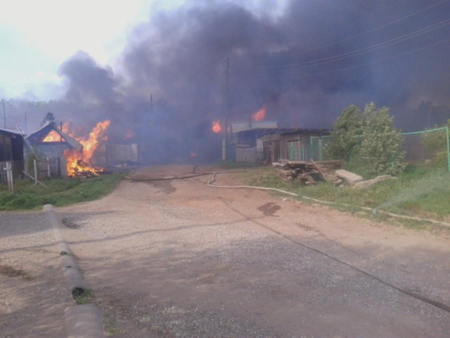 В Пермском районе сгорело 6 жилых домов, один человек получил ожоги - фото 1