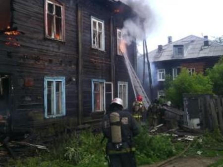 В Перми сгорел двухэтажный жилой дом