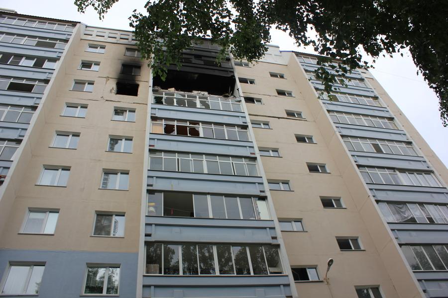 В Перми произошел пожар с обрушением в 10-этажном доме - фото 1