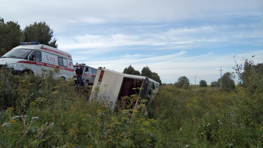В Пермском крае перевернулся автобус Мерседес с паломниками