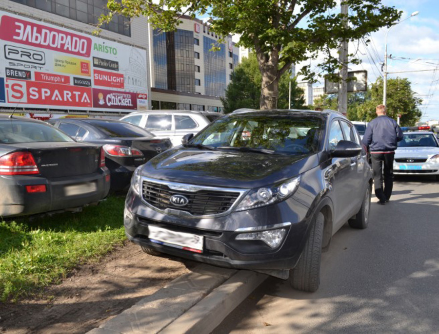 В Перми сегодня проведен рейд по парковкам на газонах - фото 1