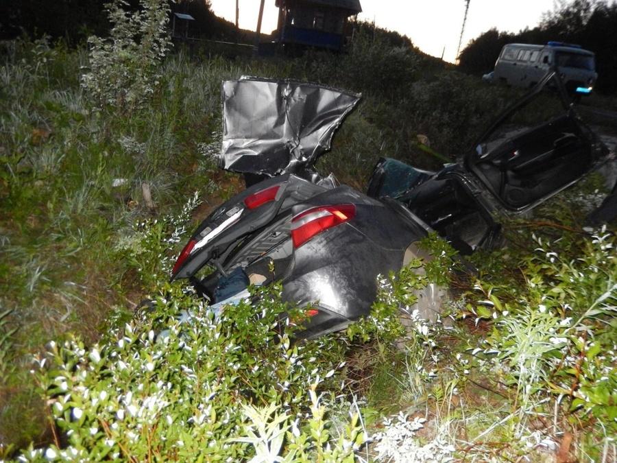 В Пермском крае в опрокинушемся автомобиле погиб водитель, женщина трамирована - фото 1