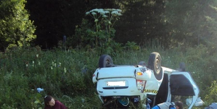 В перевернувшейся Калине погибла женщина, еще два пассажира травмированы