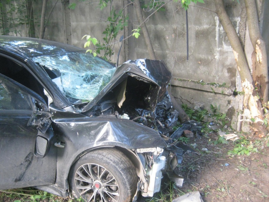 В Орджоникидзевском районе в ДТП погиб пешеход, два человека ранены