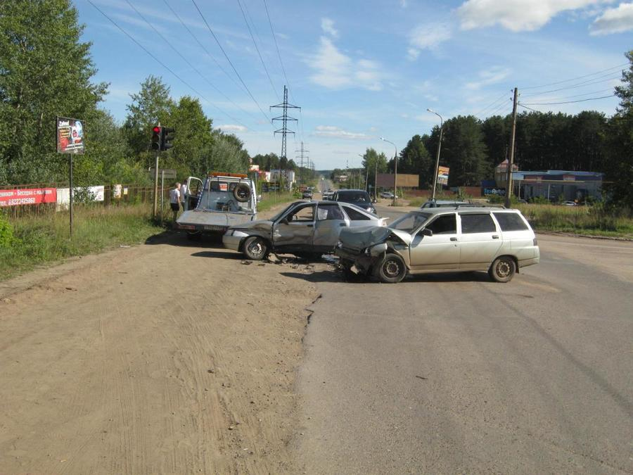 В Чайковском в столкновении ВАЗов пострадали водители