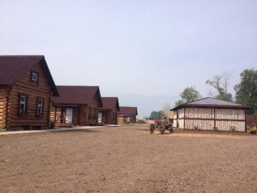 В селе Ленск туристы могут поесть, подоить корову и даже вскопать огород - фото 1