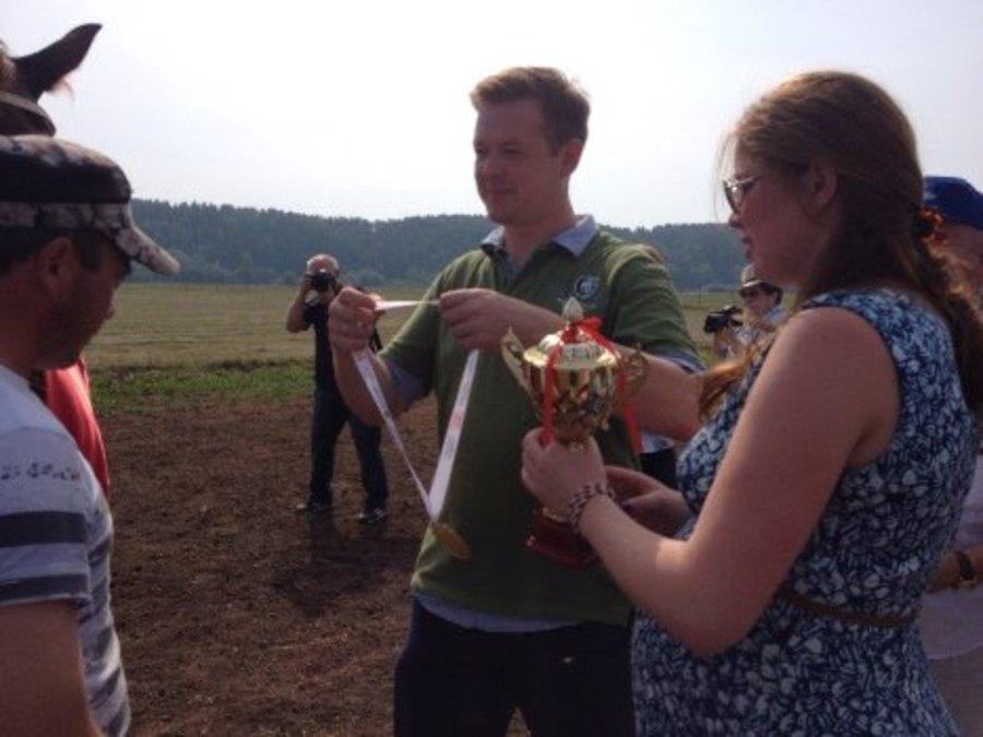 В селе Ленск туристы могут поесть, подоить корову и даже вскопать огород - фото 4