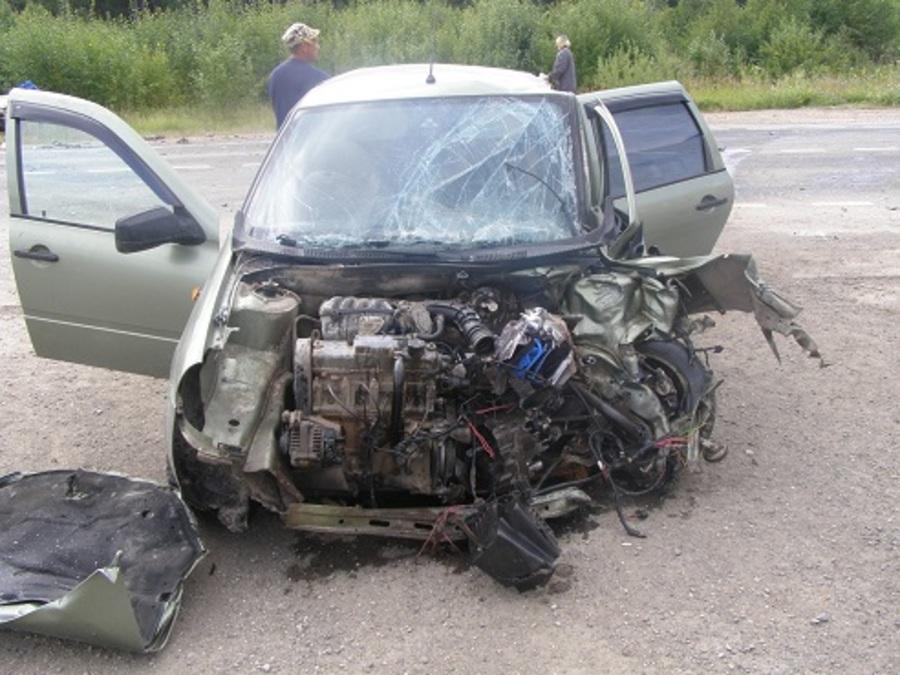 В Октябрьском районе в столкновении трех автомобилей ранены три человека - фото 1