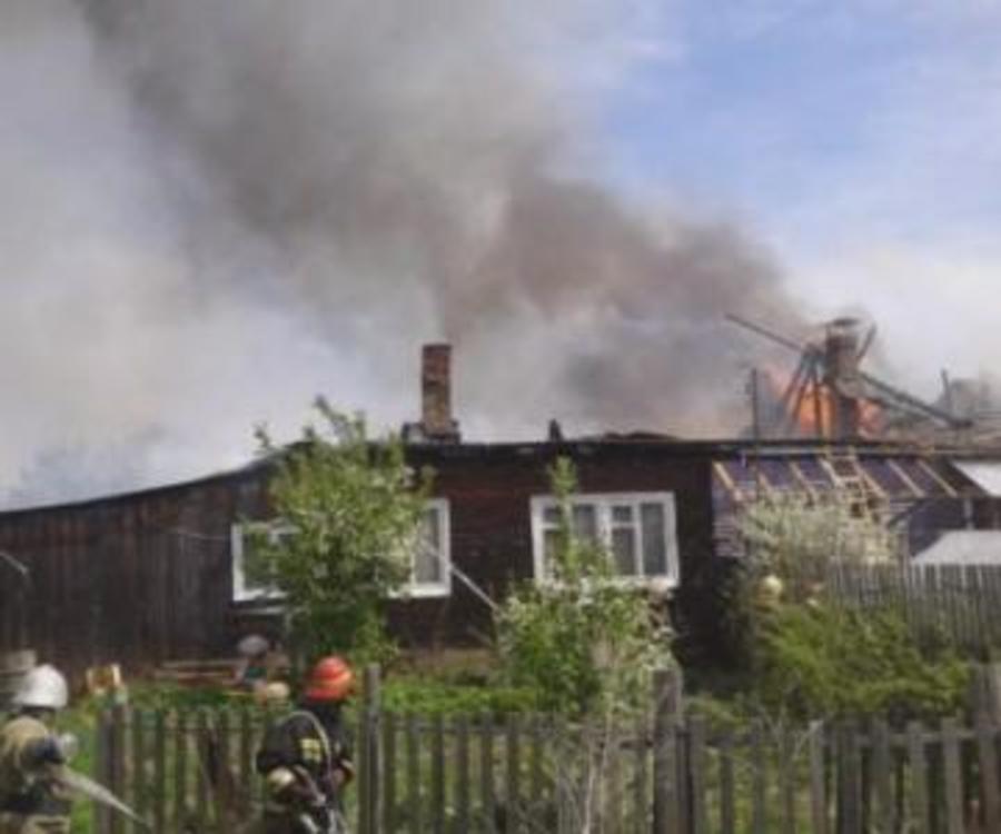 В Уинском районе сгорели кровля дома и сарай - фото 1