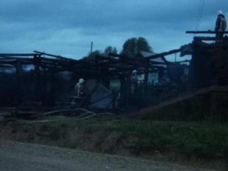 Два человека погибли на пожаре в Полазне Добрянского района - фото 1