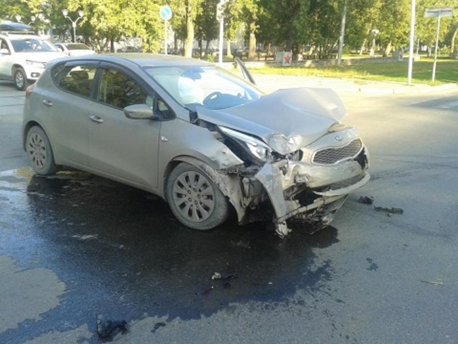 В Перми в ДТП погибла девушка, малыш и беременная женщина травмированы