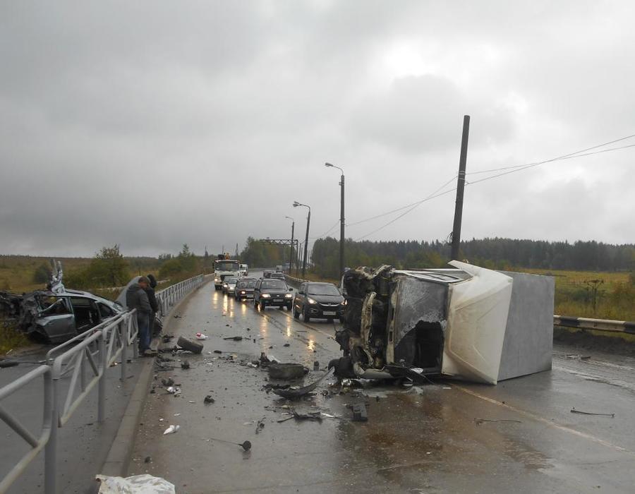 В Пермском крае водитель Опеля погиб в столкновении с Газелью, двое травмированы
