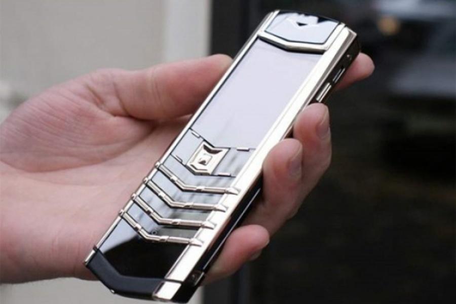 В Екатеринбурге воры украли мобильник Vertu ценой четверть миллиона