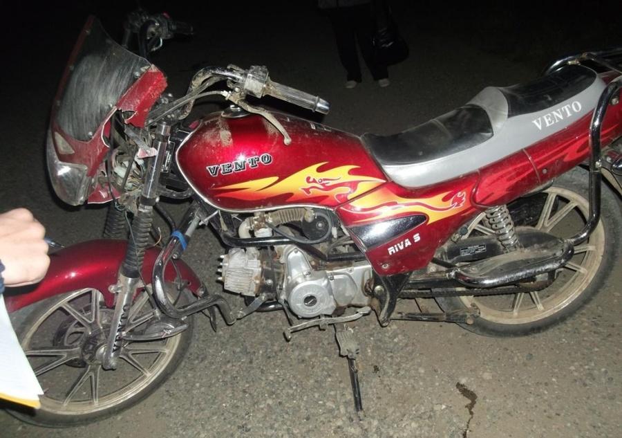В Еловском районе перевернулся мопед, водитель скончался, пассажир ранен