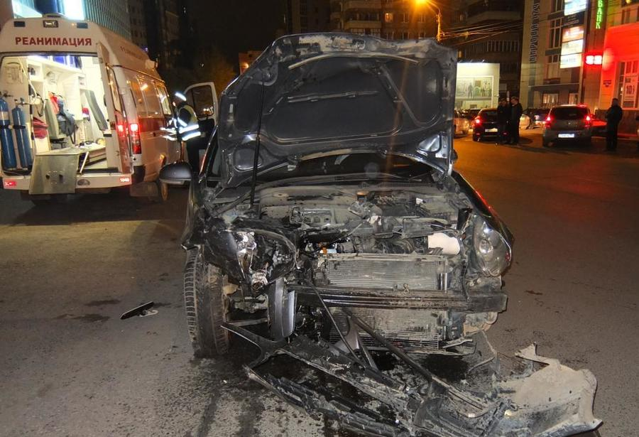 В центре Перми столкнулись Фольксваген и Субару, водители травмированы
