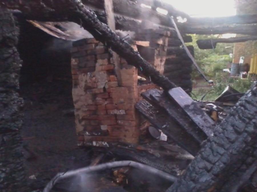 В Бардымском районе сгорел дом с постройками и гаражом