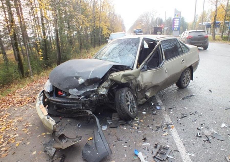 В Соликамске в столкновении Киа, Тойоты и Дэу пострадали два человека - фото 1