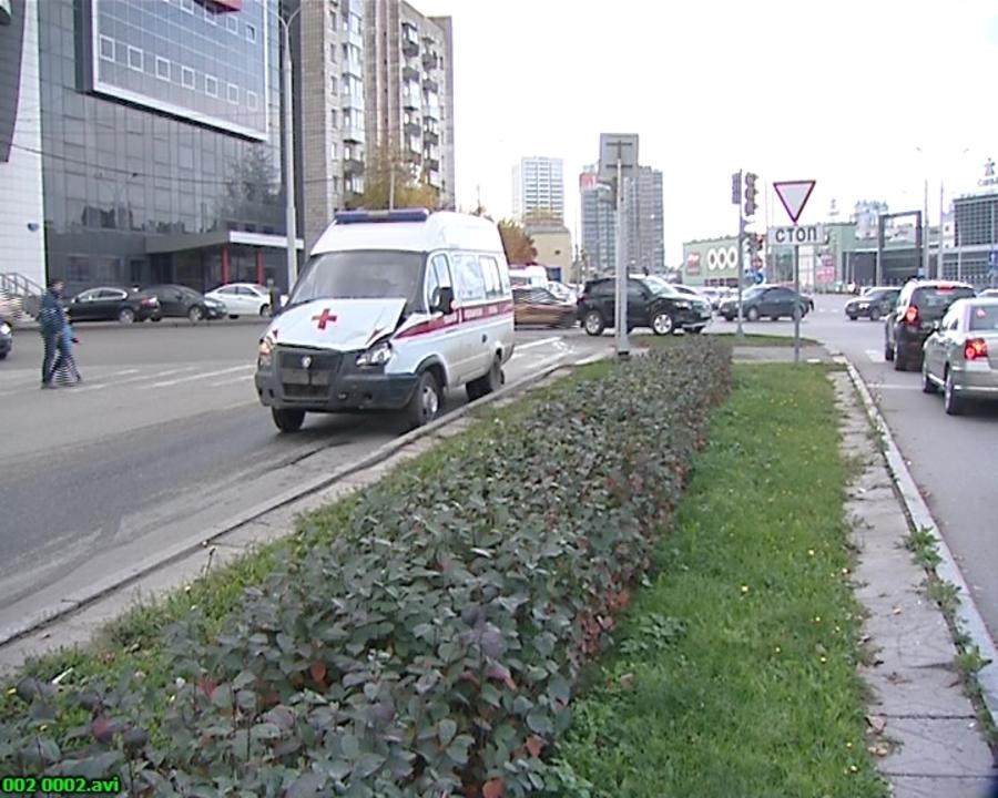 В Перми водитель Тойоты врезался в скорую помощь, пострадал ребенок - фото 1