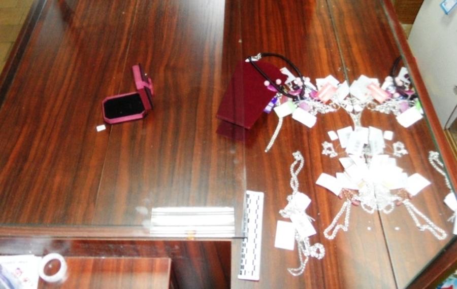 В Пермском крае арестован злоумышленник, проникший в ювелирный магазина через пролом