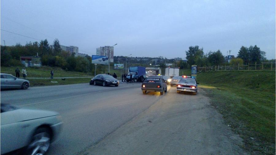 В Перми произошло ДТП с участием пяти автомобилей - фото 1