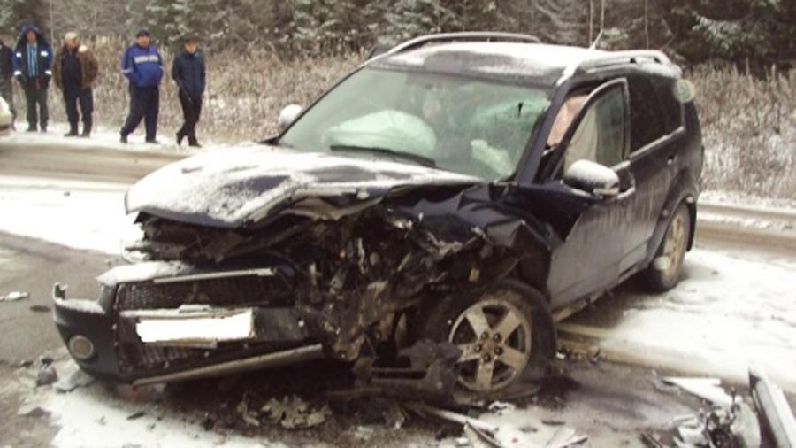 В столкновении Мицубиси и Тойоты ранены 4 человека