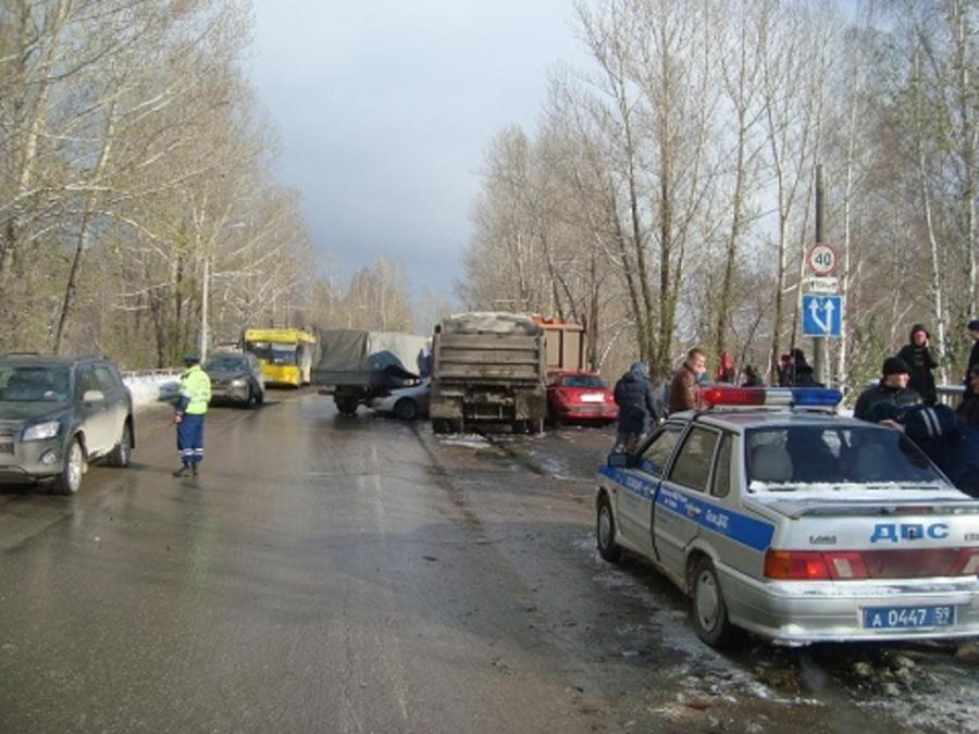 УГИБДД сообщает подробности ДТП с участием МАЗа и 10 автомобилей