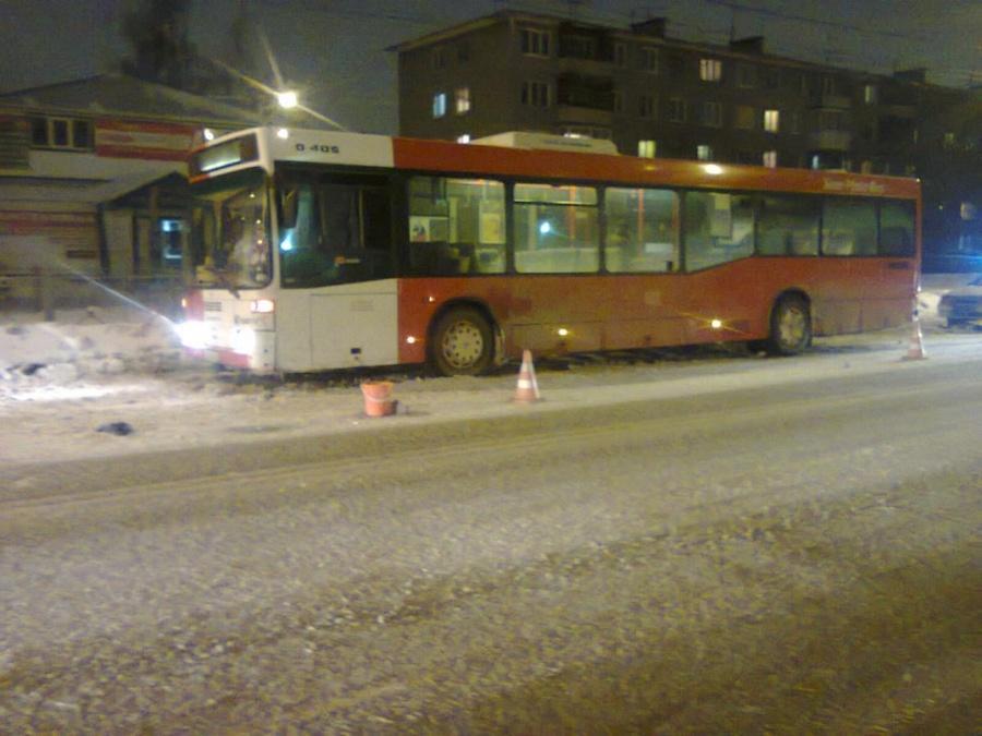 В Перми маршрутный автобус задавил пенсионера - фото 1