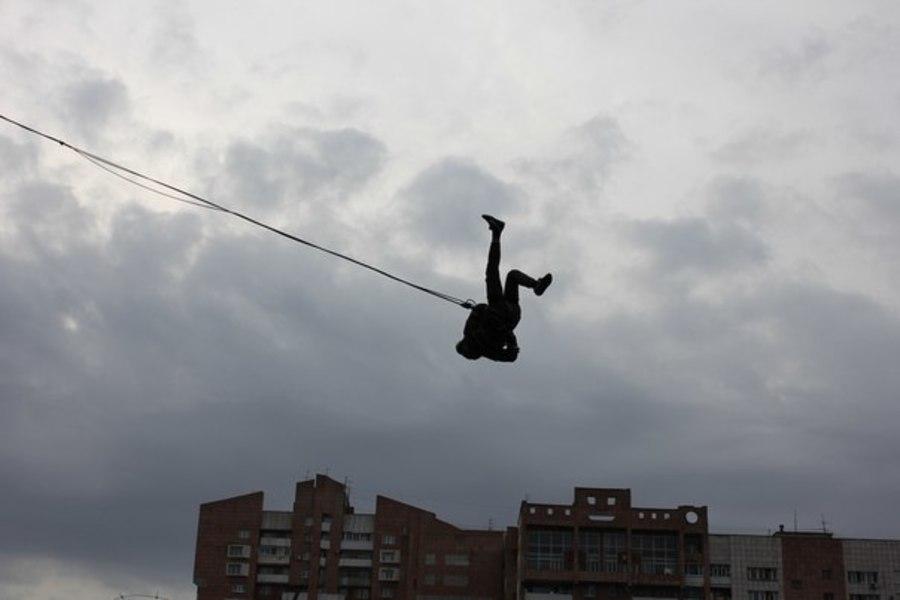 В Перми полиция запретила алкоголь и прыжки с моста на резине - фото 1