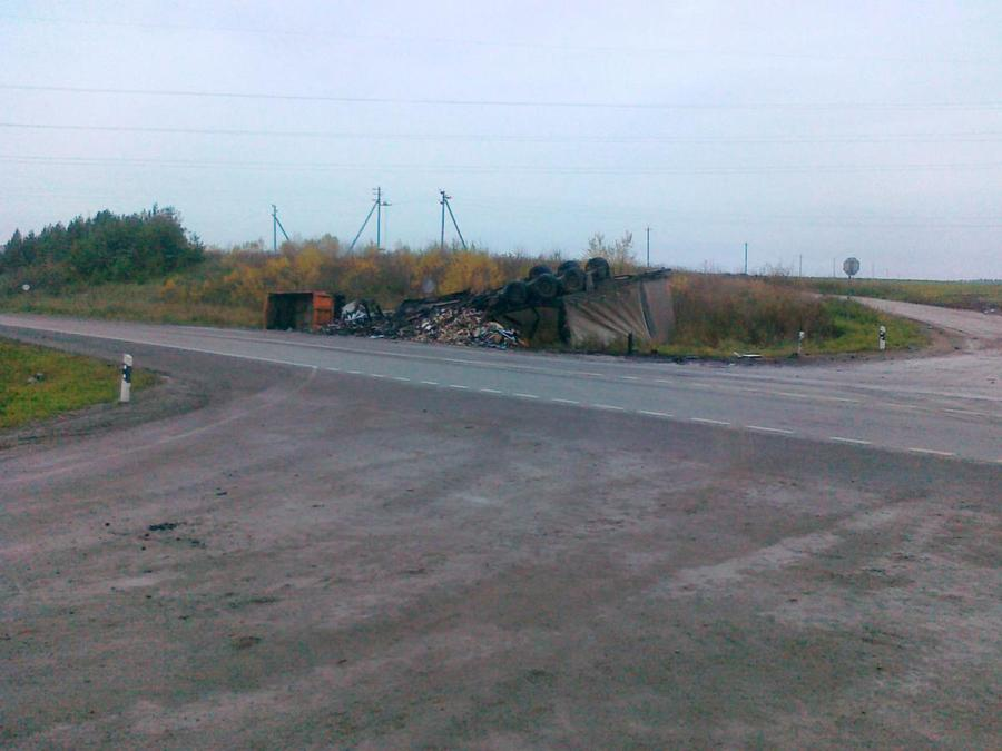 Один человек погиб в столкновении самосвала и фуры на трассе Пермь - Екатеринбург - фото 1